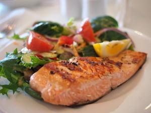 Pavé de saumon grillé à la plancha, légumes de saison & linguine (Brasserie Debourg)